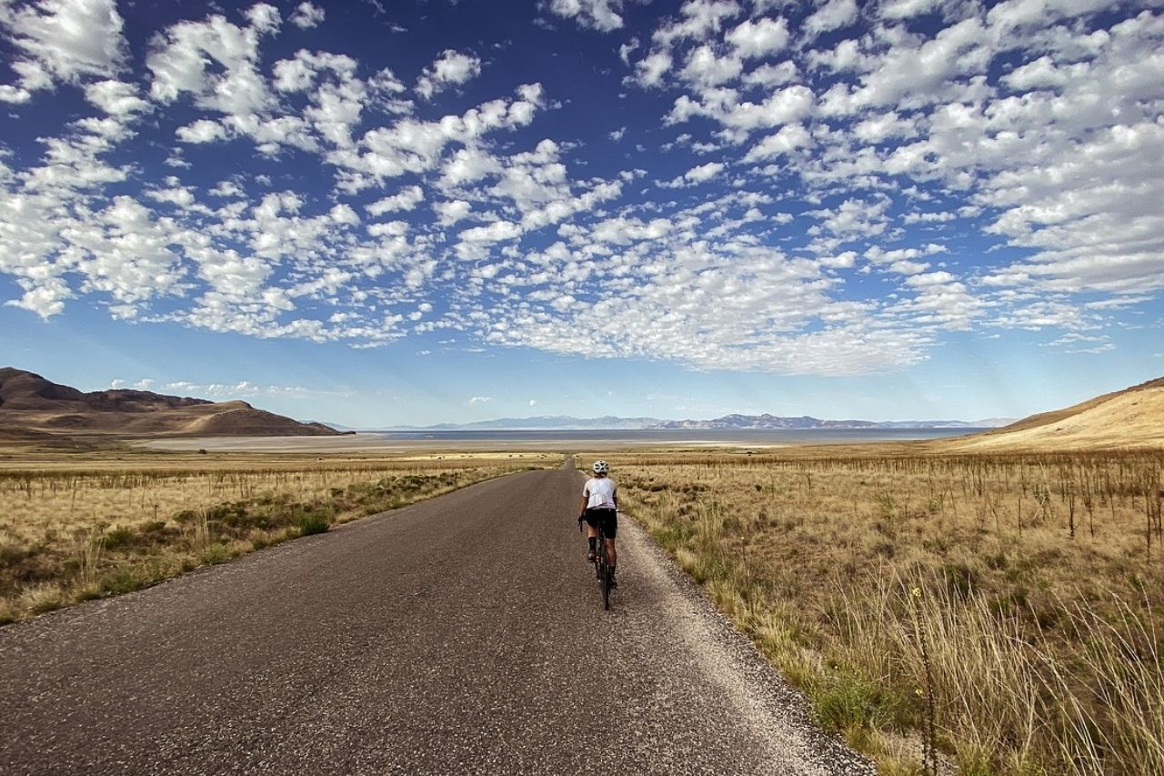 Mujer ciclista Tour de Hierro